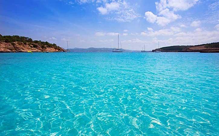Ferry con hotel Ibiza en Julio