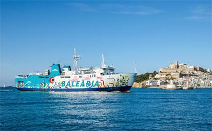 Barco más hotel en Ibiza